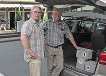 Rainer Morgenstern Herr Keppler mit Niststeinen im Auto